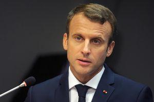MAKRON KAO HITLER Osvanuli bilbordi sa likom lidera Francuske obučenog u nacističku uniformu: Nisam očekivao da će predsednik da TUŽI SVOG DRŽAVLJANINA