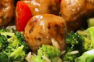 Mesne loptice sa pečurkama i brokoli pirinčem