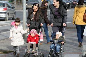 SMANJENE NAKNADE ZA PORODILJE! Ministar Dmitrović razbesneo mame kada ih je nazvao kolaterlanom štetom, država najavila rešenje