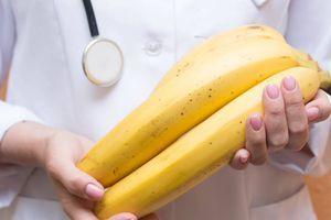 """Novi bizarni trend zaludeo muškarce """"Što je banana veća, osećaj je bolji!"""""""