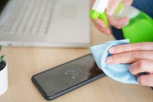 Kada, čime i koliko često treba da čistite MOBILNI dok traje KORONA VIRUS?