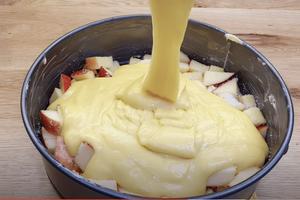 Pokud máte doma 2 jablka, tak tento recept vyzkoušejte – 5 minut práce a 25 minut pečení