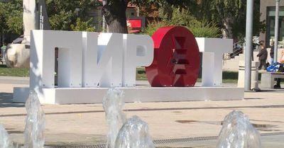 """Gradonačelnik: Pirot kupuje hotel, umetnička dela """"Prvog maja"""", gradi bazen"""