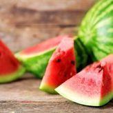 Επτά τρόφιμα που μας ξεδιψούν καλύτερα από το νερό