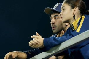 Watch: Alia & Ranbir in an intense discussion