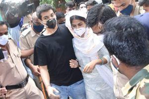 Rhea snapped with brother outside ED office