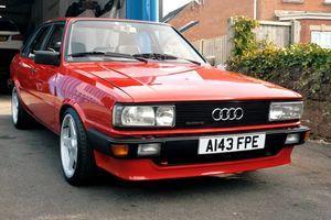 """Neupadljivi Audi 80 ispod haube čuva izvesnu """"tajnu"""" (VIDEO)"""