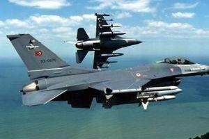 """Λέρος: Τουρκικό μαχητικό """"βομβάρδισε εικονικά"""" βάση του Πολεμικού Ναυτικού"""