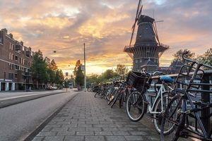 Δήμος του Άμστερνταμ: Εξαγοράζει τα χρέη των νέων ενηλίκων και τους δίνει 750 ευρώ