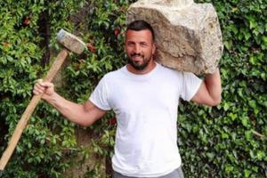 PARE NA RAČUNU ILI SI*E U IZLOGU Vladimir Tomović svojim pitanjima napravio haos na Instagramu, a njih je nazvao lažovima! (FOTO)