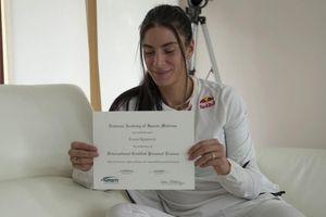 Ponosna Ivana Španović pokazala diplomu FOTO