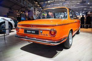 52-letni popolnoma električni BMW 1602 na IAA v Munchnu