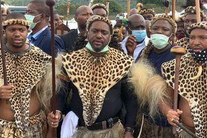 Крунисан нови краљ афричког народа Зулу
