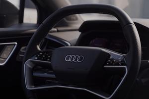 PLIŠANI 'AUDI' SENZACIJA NA INTERNETU: Mislili smo da smo sve videli, a onda se pojavi AUTO koji ne znaš da li da MAZIŠ ili voziš (FOTO)