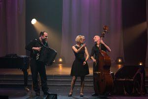 Κερδίστε προσκλήσεις για την παράσταση «Piaf: Μια ζωή στο φως και στη σκιά» στο Christmas Theater