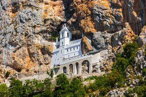 Za sve one koji ovo NISU ZNALI: Kad odeš na Ostrog, ni cvet, ni kamen ne smeš da uzmeš!