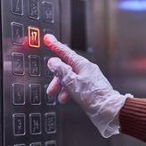 Έρευνα: Αν βήξει ασθενής με κορωνοϊό μέσα σε ασανσέρ, δεν είναι ασφαλές ακόμα και μισή ώρα μετά