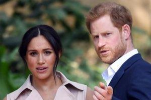 AKO TOLIKO PREZIRU DVOR, NEKA VRATE TITULE: Zbog skandaloznih izjava, Hari i Megan su sada u nemilosti kraljice
