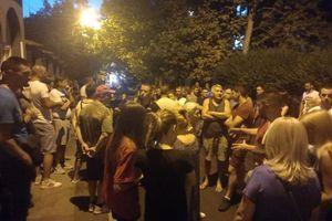 DALJE OD ŠKOLE I VRTIĆA: Građani Petlovog brda protestovali zbog doseljenja migranata u njihov kraj