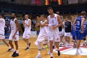 ANTOLOGIJSKE SCENE: Obradovićev Partizan usred Zagreba ispraćen gromoglasnim aplauzom (VIDEO)