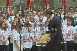 Predsednik Vučić sa mladim sportistima iz dijaspore, Republike Srpske i sa KiM: Čuvajte Srbiju, i sve što radite za sebe - radite i za nju (VIDEO)