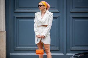 Visszatért a '60-as évek legbájosabb trendje: idén ősszel így viseljük a fejkendőt