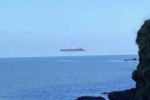 """NI NA NEBU, NI NA VODI: """"Lebdeći brod"""" ostavio ljude u čudu, a objašnjenje je sasvim jednostavno (FOTO)"""