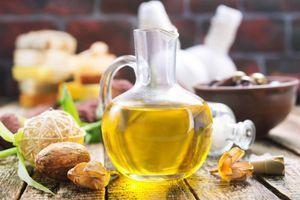 Maslinovo ulje HRANI kožu i NEGUJE, odlično je za kosu, ali se NE PREPORUČUJE ukoliko imate ovaj PROBLEM