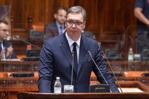 CEREMONIJA URUČENJA UGOVORA: Vučić daje nagradu najuspešnijim diplomcima svih medicinskih fakulteta i škola