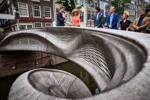 3D tlačený kovový most zdobí centrum mesta Amsterdam