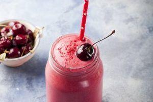 Proteinski smoothie sa višnjama i bademovim mlekom