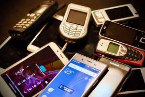 """Koferi, cigle i ostale grdosije: Više od 2.000 """"istorijskih"""" telefona uskoro postaju dostupni svima"""
