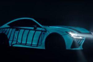 Ovaj auto je ofarban električnom bojom koja može da se pali i gasi pritiskom na dugme